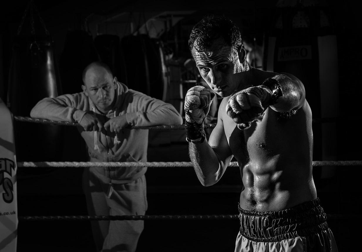 ボクシング パンチ 筋肉 リング